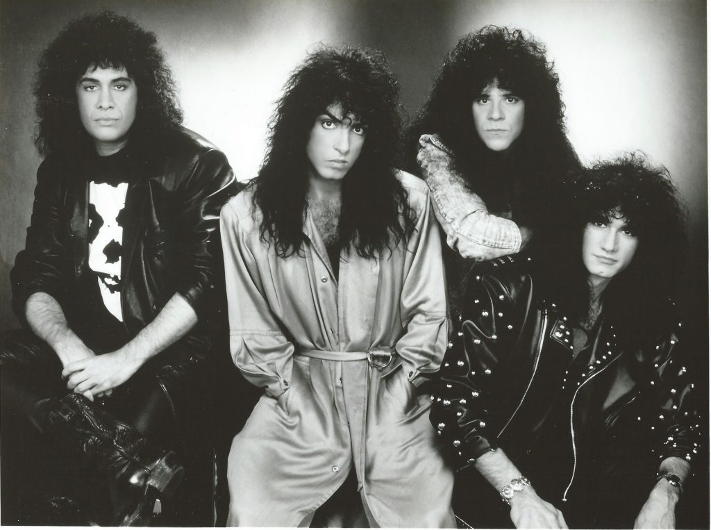kiss-1990