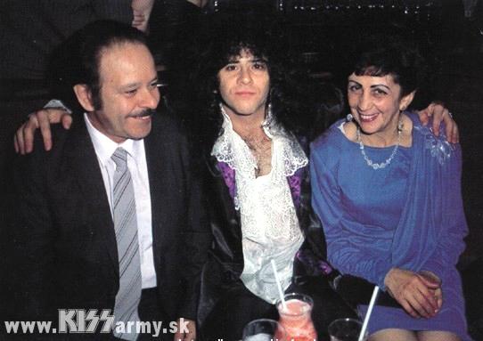 Eric Carr con papà Albert e mamma Connie nel 1985