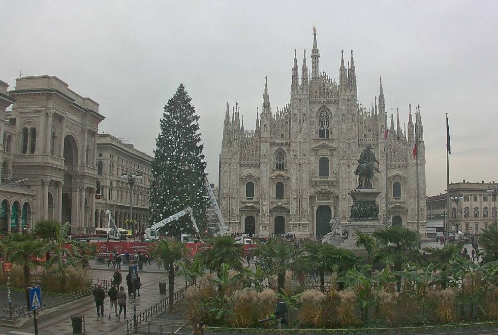 Immagini Milano Natale.Natale A Milano In Piazza Duomo Arriva L Albero Piu Alto Di