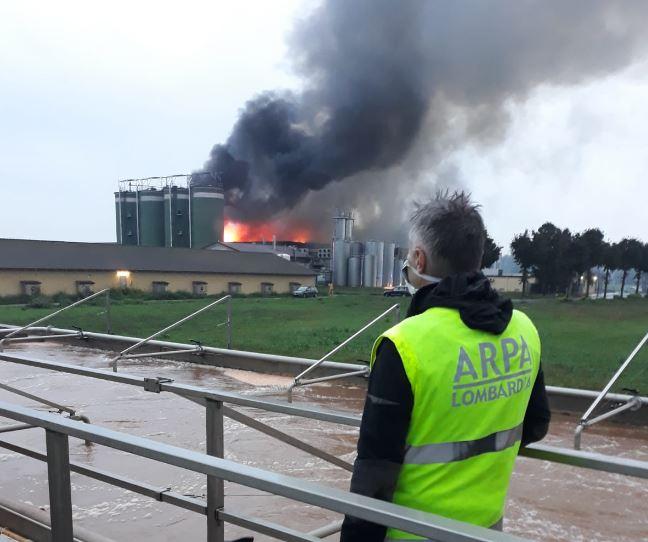 Incendio caseificio Leno, prosegue il monitoraggio dell'Arpa   Radio Lombardia - Radio Lombardia
