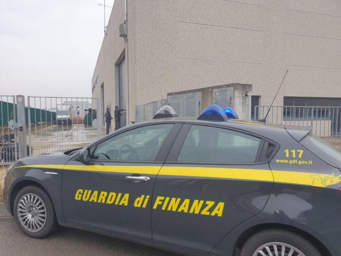 La Guardia di Finanza sequestra 317mila flaconi di falso gel igienizzante